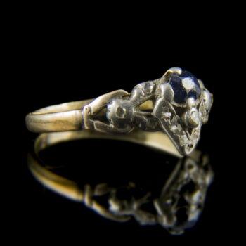 Kék üveg köves arany gyűrű gyémánt splitterekkel
