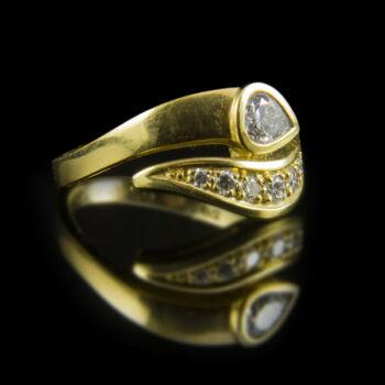 Kígyós fazonú arany gyűrű gyémánt kövekkel