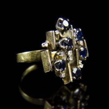 Modern fazonú zafír-gyémánt gyűrű