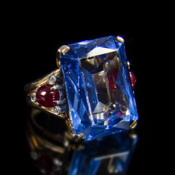 Női gyűrű kék spinellel, rubinokkal és gyémántokkal