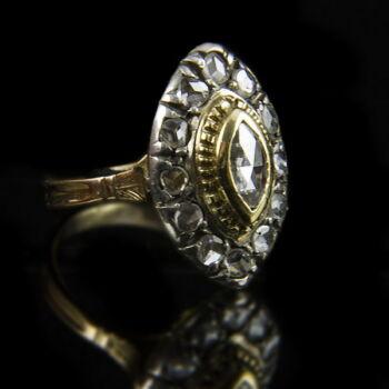 Navett fazonú gyémánt gyűrű
