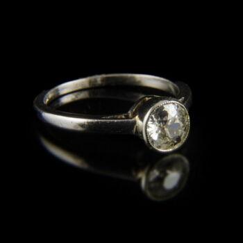 Platina eljegyzési gyűrű régi csiszolású gyémánt kővel