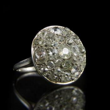 Platina gyűrű korong alakú gyűrűfejben gyémánt kövekkel