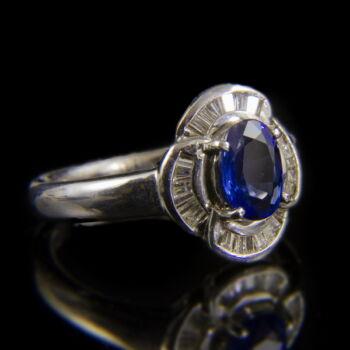 Platina gyűrű zafírral és gyémántokkal
