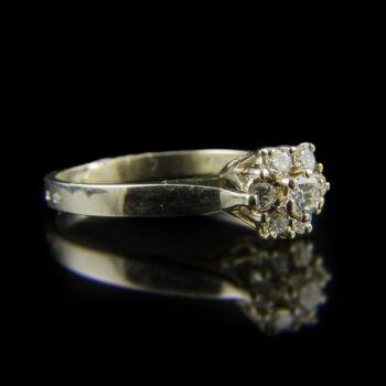 Rozetta fazonú fehérarany gyűrű briliáns csiszolású gyémántokkal