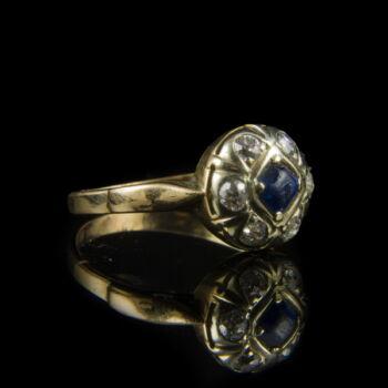 Rozetta fazonú kék köves arany gyűrű gyémántokkal