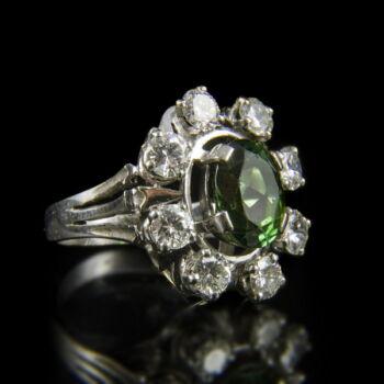 Rozetta fazonú zöld üveg köves fehérarany gyűrű gyémántokkal