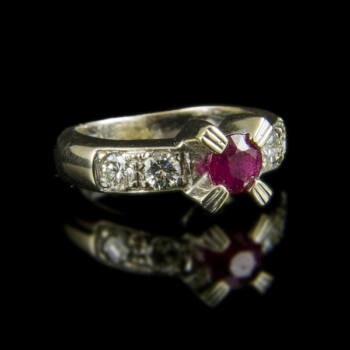 Rubin köves arany gyűrű gyémántokkal