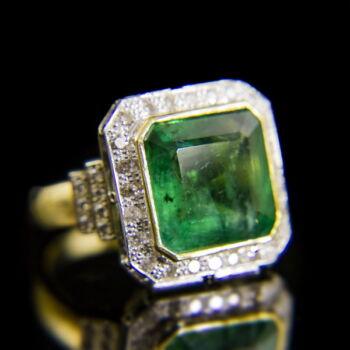 Smaragd köves arany gyűrű gyémántokkal