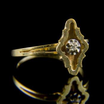 Szoliter fazonú arany eljegyzési gyűrű apró gyémánt kővel