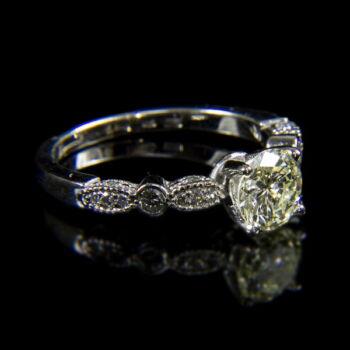 Szoliter fazonú fehérarany gyűrű 1.05 ct-os gyémánt kővel