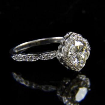 Szoliter fazonú fehérarany gyűrű 1.54 ct-os gyémánt kővel
