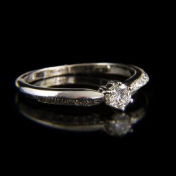 Szoliter fazonú gyémánt köves fehérarany eljegyzési gyűrű
