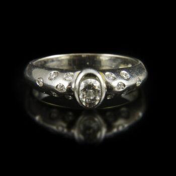 Szoliter jellegű gyémánt köves platina gyűrű
