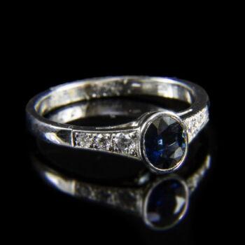 Szoliter jellegű zafír-gyémántköves női gyűrű