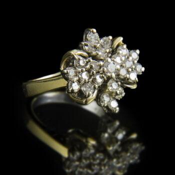 Virágcsokor fazonú gyémánt köves arany gyűrű