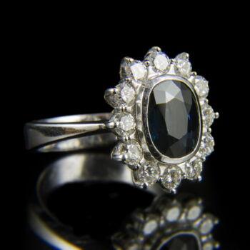 Zafír és gyémánt köves rozetta fazonú fehérarany női gyűrű