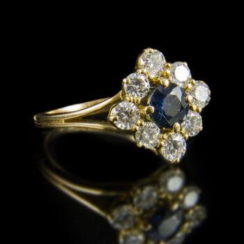 Zafír gyűrű gyémánt kövekkel sárgaarany foglalatban