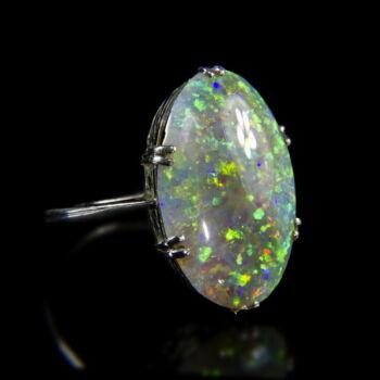18 karátos fehérarany gyűrű opál kővel