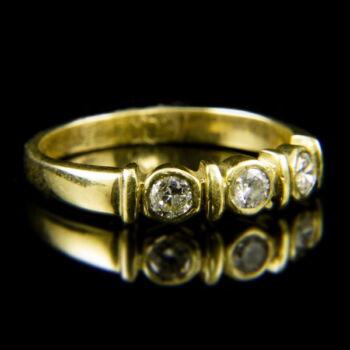 14 karátos Alliance fazonú sárgaarany gyűrű briliáns csiszolású gyémánt kövekkel