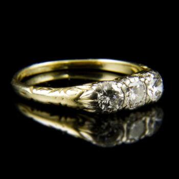 14 karátos Alliance fazonú sárgaarany gyűrű három darab gyémánt kővel