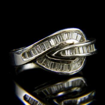 14 karátos fehérarany gyűrű baguette csiszolású gyémánt kövekkel