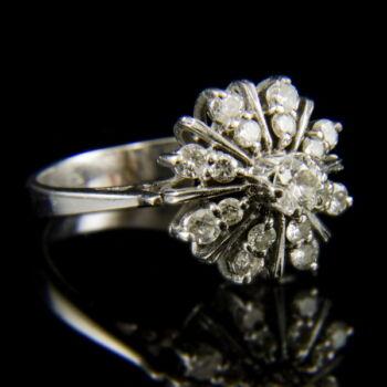 14 karátos fehérarany gyűrű csillag alakú gyűrűfejben gyémánt kövekkel