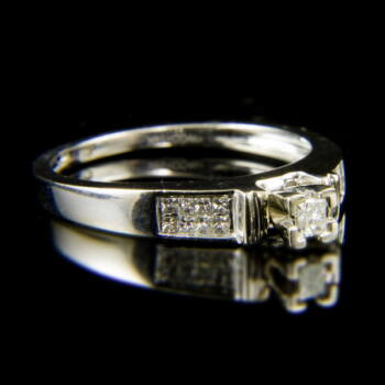14 karátos fehérarany szoliter fazonú gyűrű princess csiszolású gyémánt kövekkel