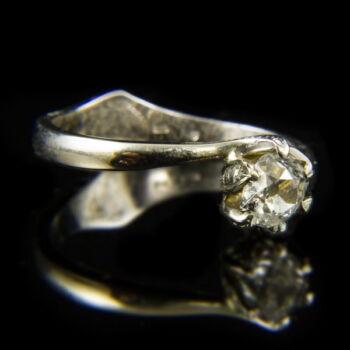 14 karátos fehérarany szoliter gyűrű régi csiszolású gyémánt kővel (0.43 ct)
