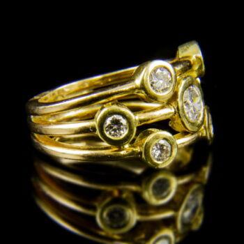 18 karátos sárgaarany gyűrű 7 darab gyémánt kővel