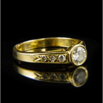 18 karátos szoliter fazonú sárgaarany gyűrű briliáns csiszolású gyémánt kővel