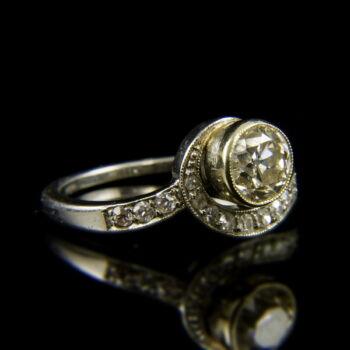 Szoliter fazonú platina gyűrű régi csiszolású gyémánt kövekkel