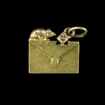 14 karátos boríték alakú arany medál  kisegérrel