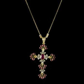 Arany kereszt medál rubin és gyémánt kövekkel