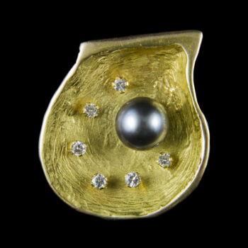 Arany medál gyémánt kövekkel és tahiti gyönggyel