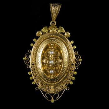 Biedermeier arany medál igazgyöngyökkel