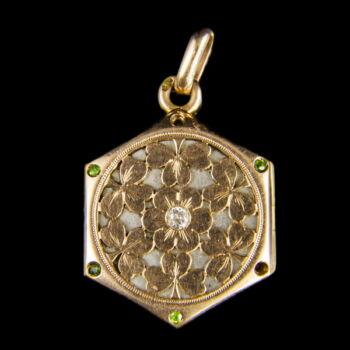 Fényképtartós arany medál apró gyémánttal