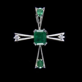 Fehérarany kereszt medál smaragd és gyémánt kövekkel