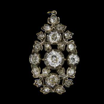 Gyémánt köves medál