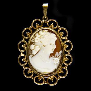 Kámea medál 18 karátos arany keretben