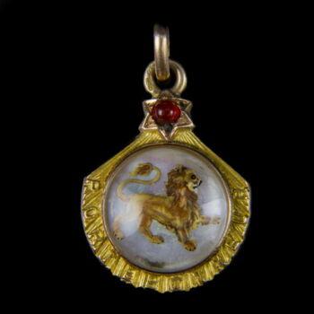 Zodiákus arany medál gyöngyház lapon OROSZLÁN