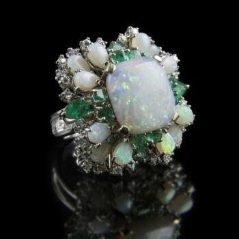 Opál köves smaragd gyűrű gyémántokkal