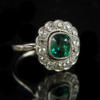 Rozetta fazonú gyémánt köves smaragd gyűrű