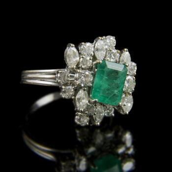Smaragd és gyémánt köves fehérarany gyűrű