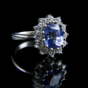 Zafír gyűrű gyémánt kövekkel fehérarany foglalatban