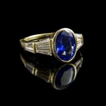 Zafír gyűrű gyémánt kövekkel