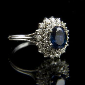 Zafír köves fehérarany gyűrű gyémántokkal