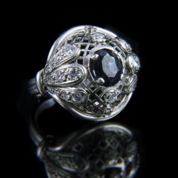 Zafír köves platina gyűrű gyémántokkal