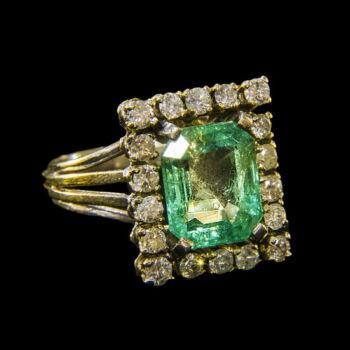 Smaragd köves gyűrű briliánsokkal