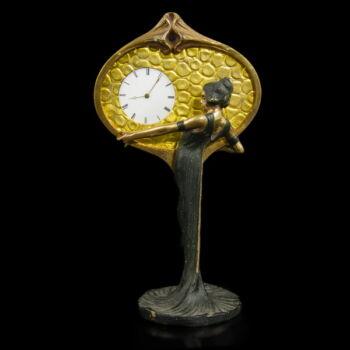 Figurális szecessziós kis asztali óra